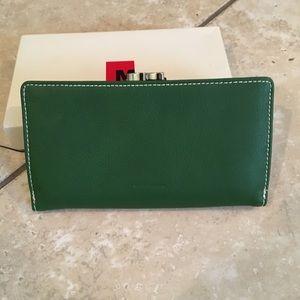 Mundi green wallet/checkbook NWOT